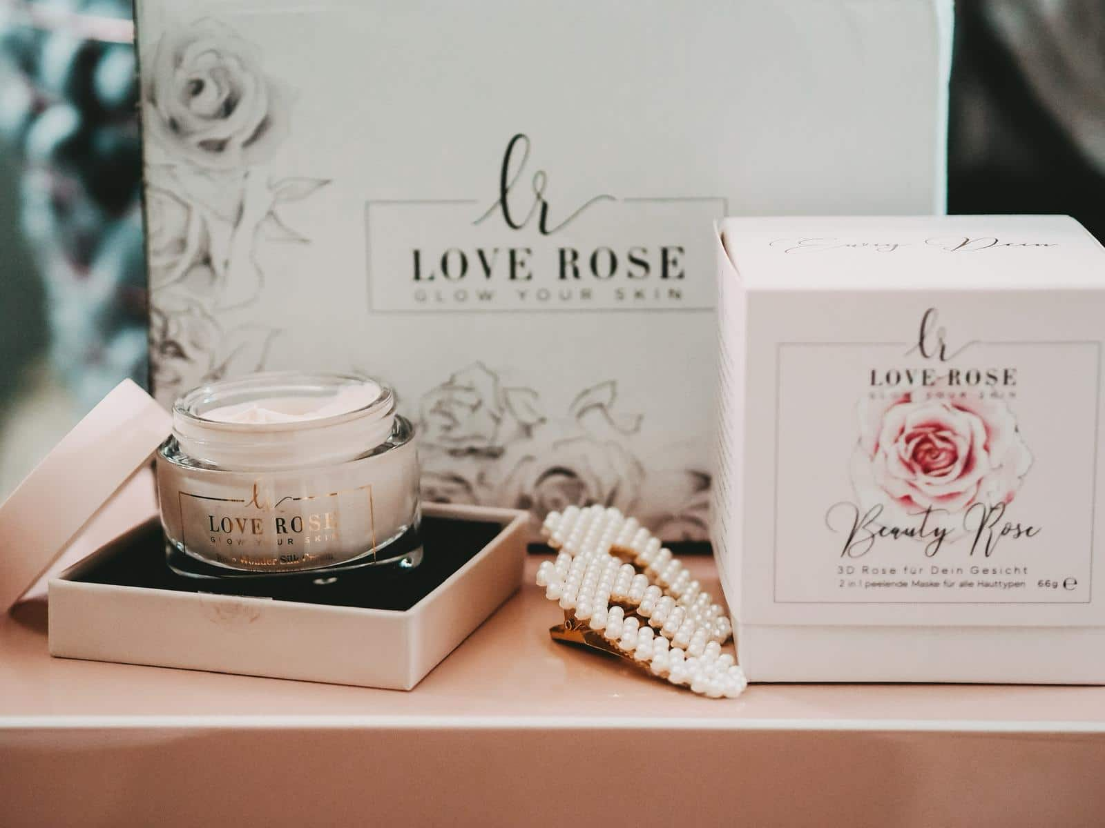 Die Rose Wonder Silk Cream von Love Rose Cosmetics.