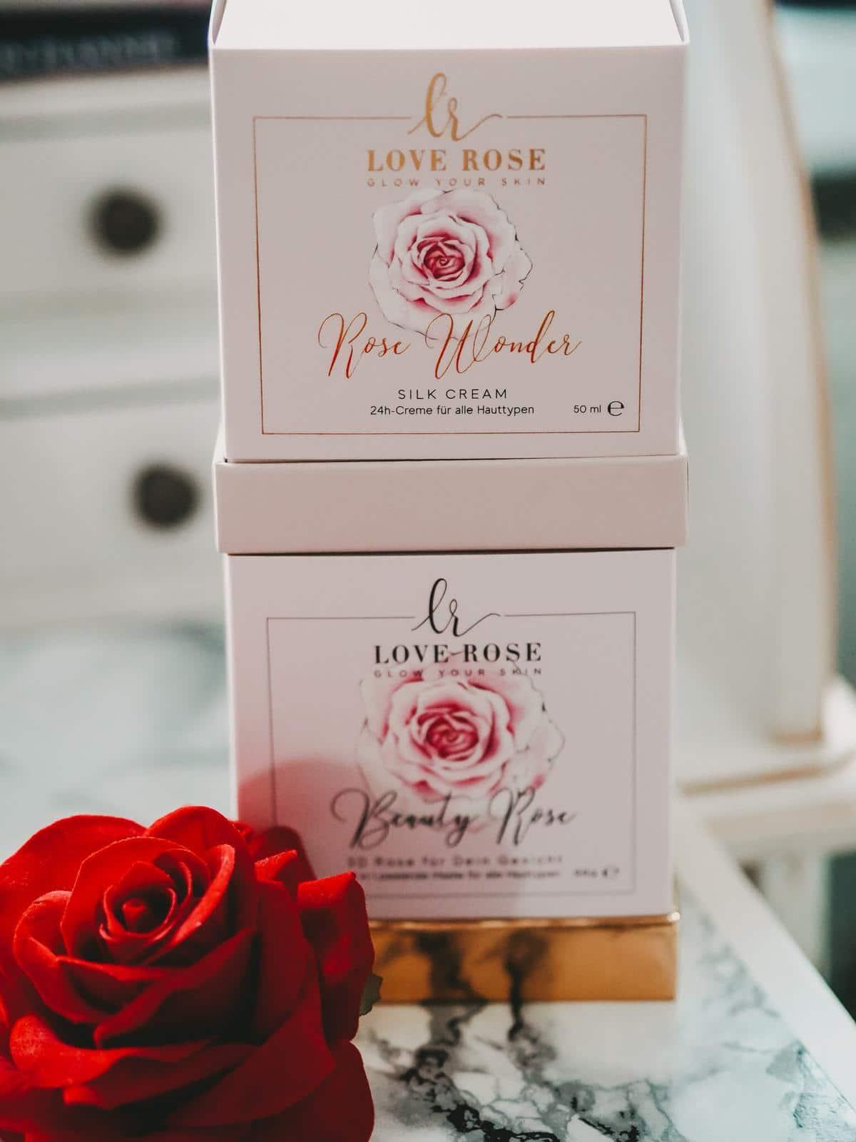 Die Beauty Rose und Rose Wonder Silk Cream von Love Rose Cosmetics.