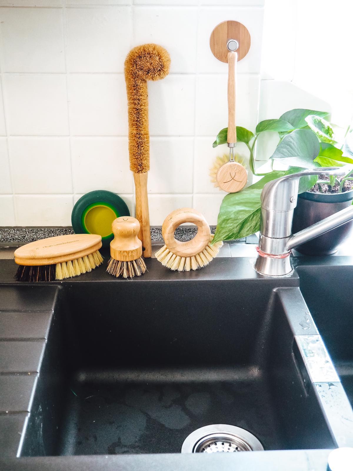 Blitzblanke Küche mit Samebutgreen