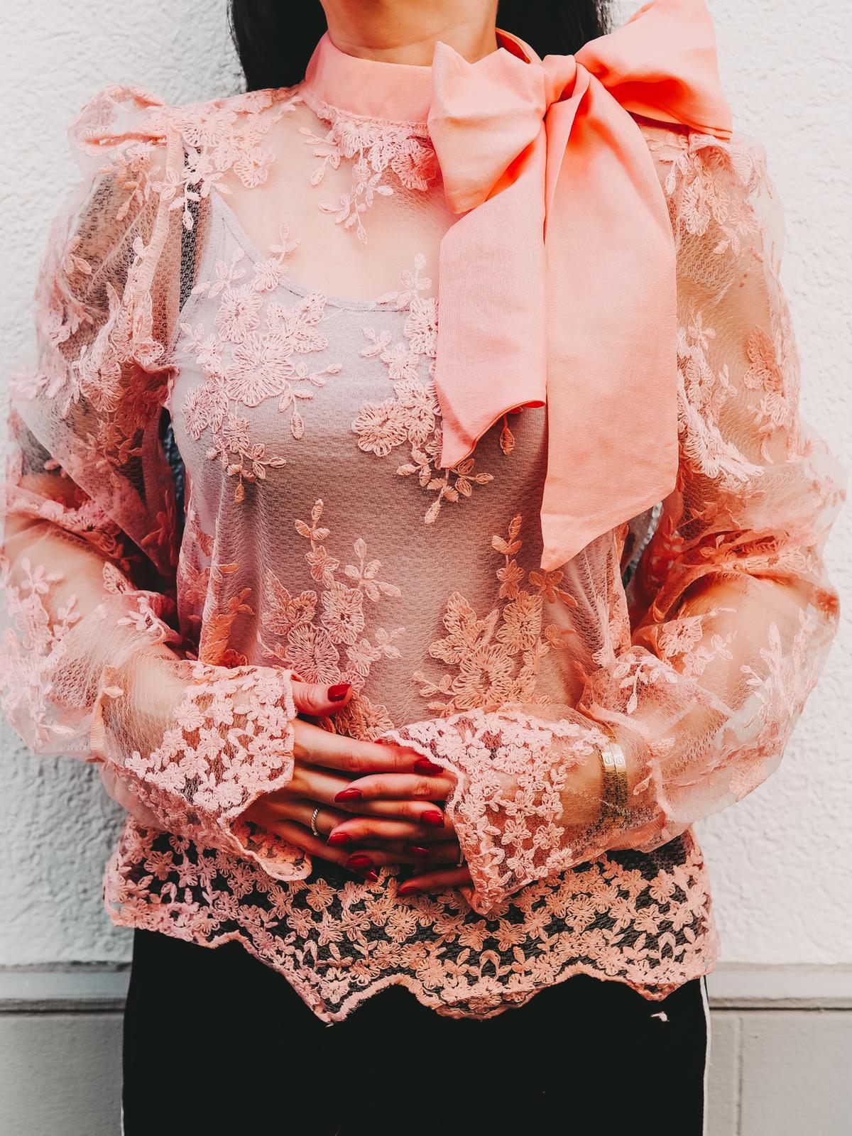 Oberteile von Femmeluxefinery in pink