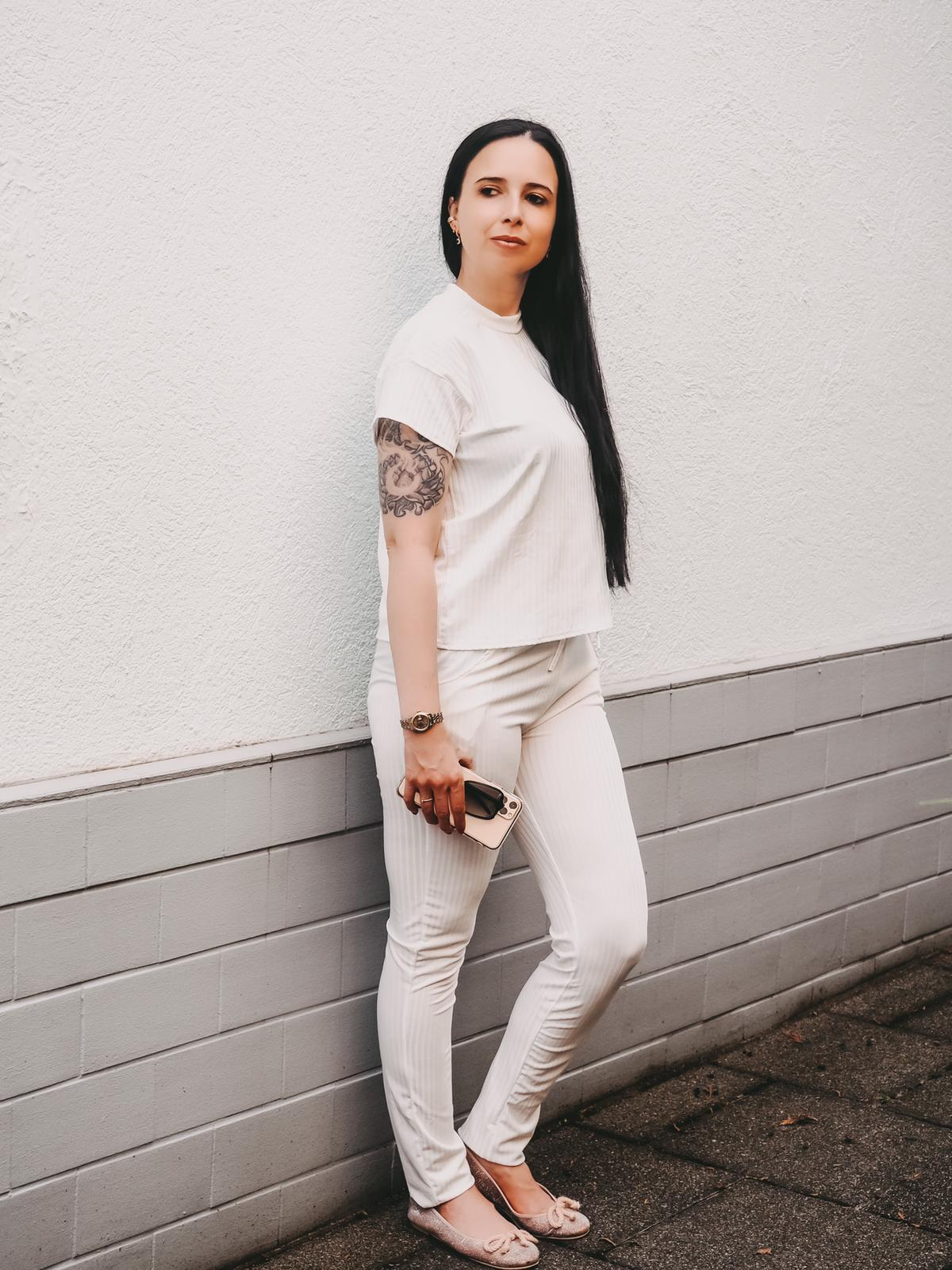 Jogger von Femmeluxefinery in weiß