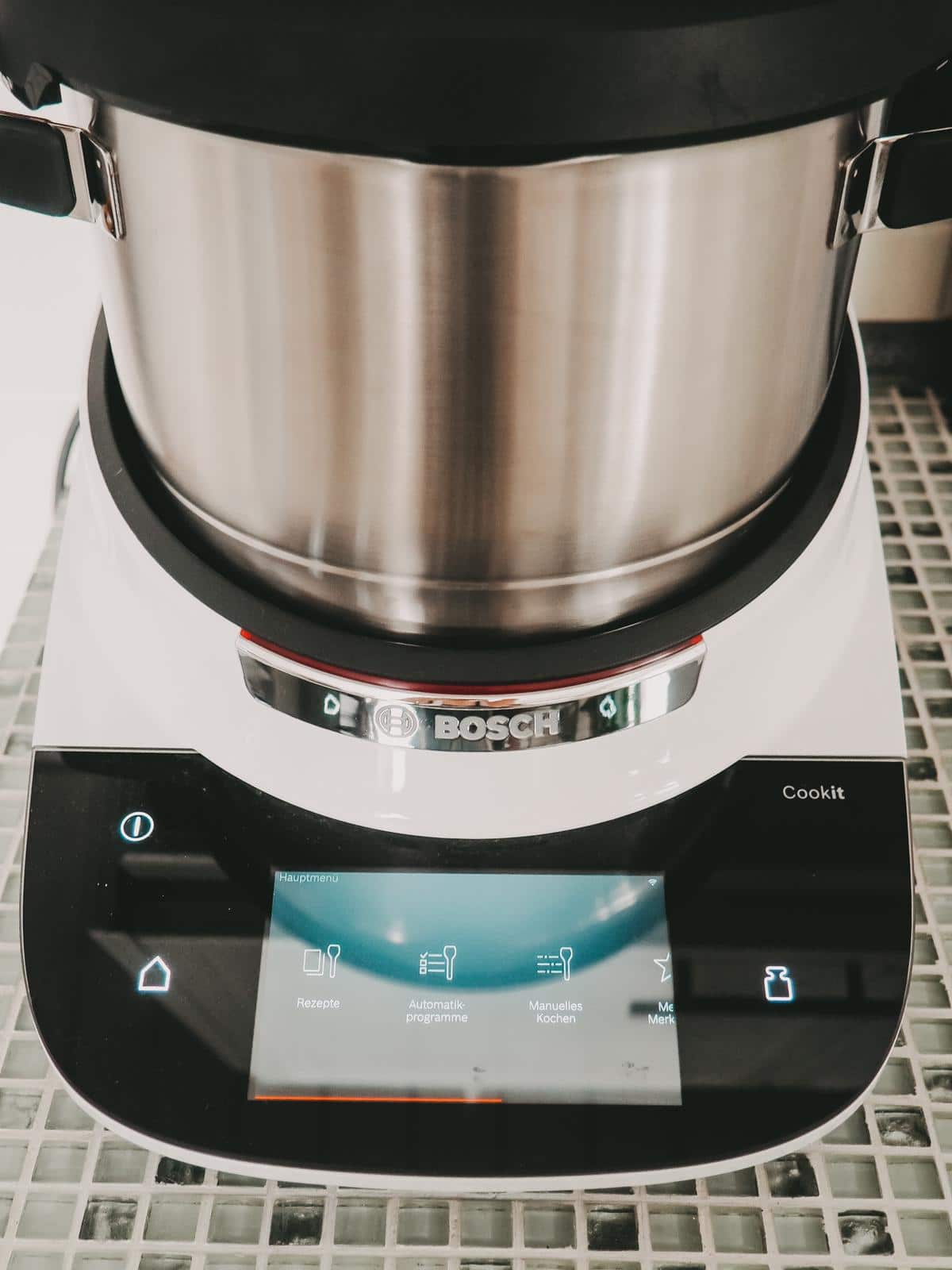 Das große Display vom Bosch Cookit